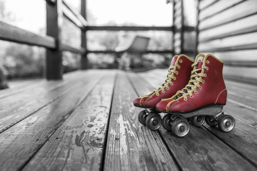 脱ぎ捨てたスケートボード