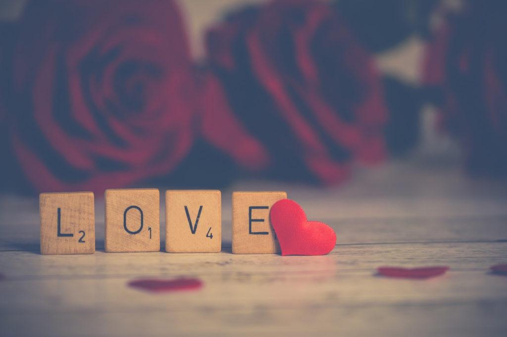 LOVEと書かれたサイコロがある