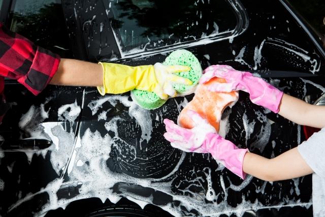 洗車する手